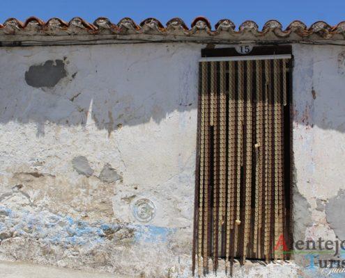 Porta e parede- antiga.
