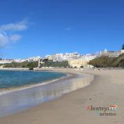 Mar, areia e cidade