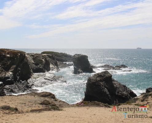 Falésias e ilhéus - Praia do Banho.