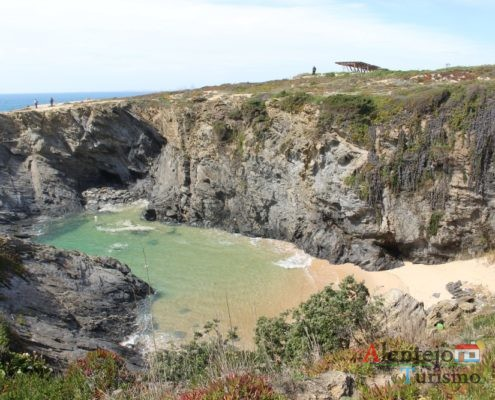 Praia abrigada - Praia do Espingardeiro